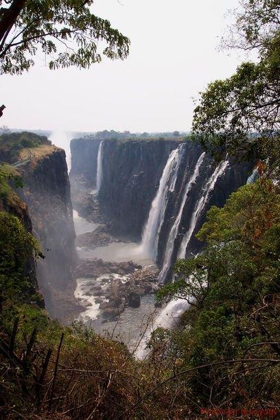 36-vicfalls-zambie