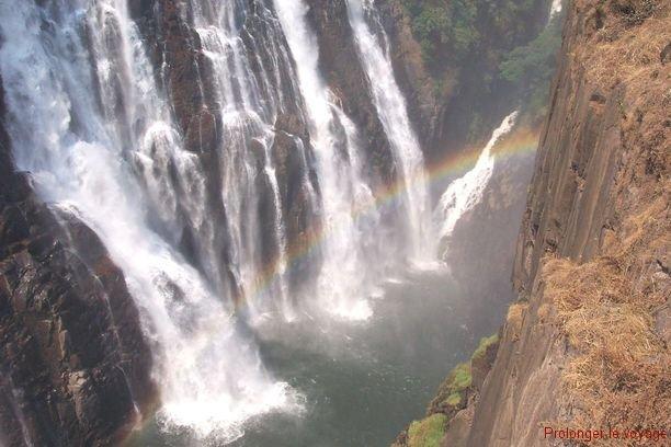 40-vicfalls-zambie